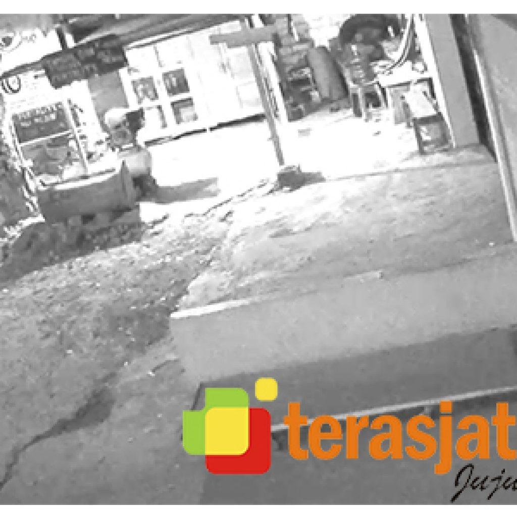 Aksi Maling Di Baureno Bojonegoro Tertangkap Kamera CCTV