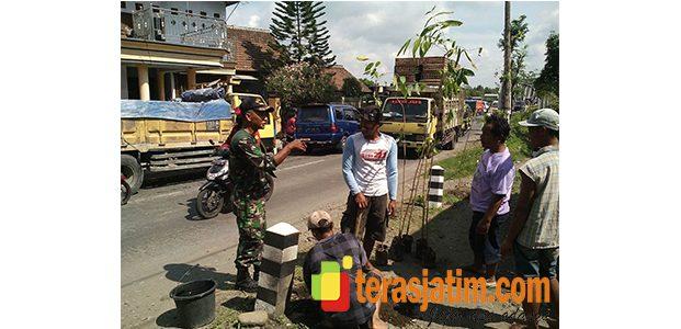 Aksi Gerakan Tanam Pohon di Ruas Jalan Nasional di Wilayah Kediri