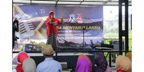 Selama 2 Hari, 93 Lansia di Surabaya Ikuti Lomba Menyanyi