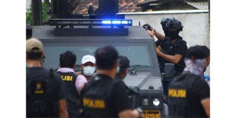 Densus 88 Tangkap 2 Terduga Teroris di Surabaya dan Rengel Tuban