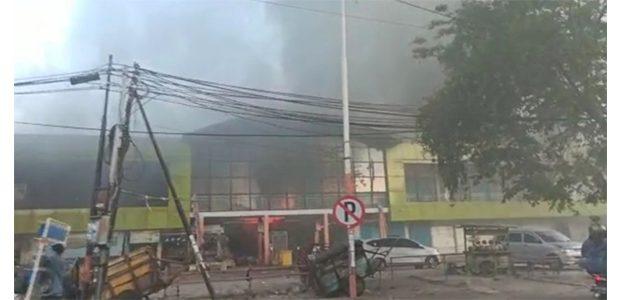 Pasar Kembang Surabaya Dilalap Jago Merah, Puluhan Mobil Damkar Dikerahkan
