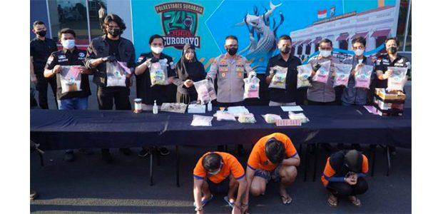 Satresnarkoba Polrestabes Surabaya Tangkap 3 Pengedar Sabu dengan BB 13,4 Kg