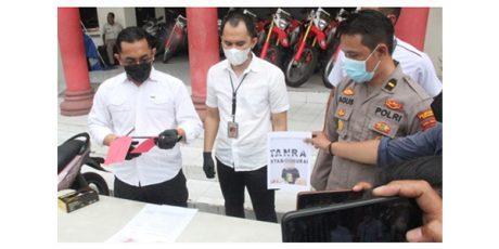 Pasangan Kekasih di Surabaya Kompak Jadi Alap-Alap Motor