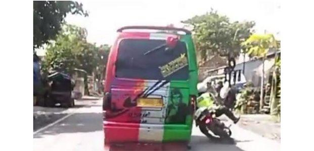 Kabur Saat Kena Razia, Sopir MPU di Probolinggo Nekat Tabrak Polisi