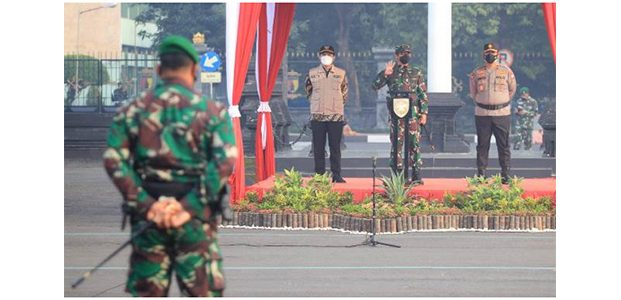 Pangdam Pimpin Apel Gelar Pasukan Pelaksanaan PPKM Darurat di Jatim