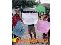 Diduga Ada Kecurangan, Warga Ngogri Jombang Demo Acara Pelantikan Perangkat Desa