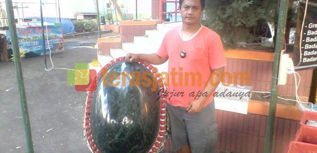 """""""Black Jade"""" Raksasa di Bursa Akik Nasional"""