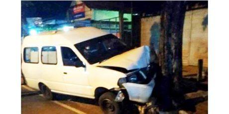 Ambulan Milik Dinkes Bojonegoro Tabrak Pohon, Pengemudi Tewas