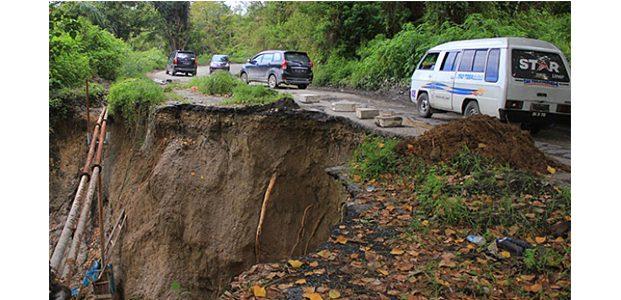 Antisipasi Banjir dan Longsor, Pemprov Jatim Siagakan Alat Berat di 12 Daerah Rawan Bencana