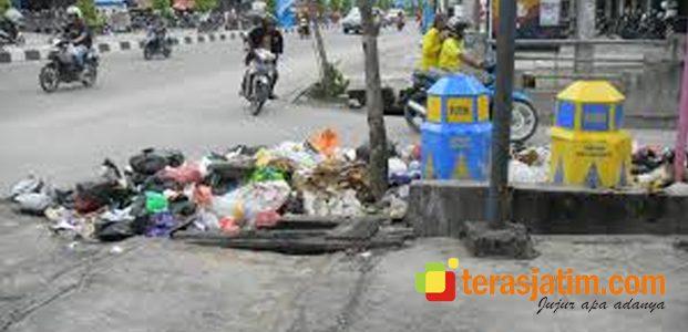 Awas ! Buang Sampah Sembarangan Dihukum