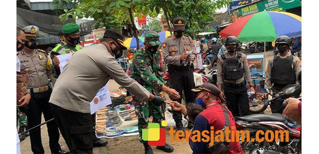 Kasus Covid-19 di Bojonegoro Masih Tinggi, Kapolres dan Dandim Blusukan ke Pasar