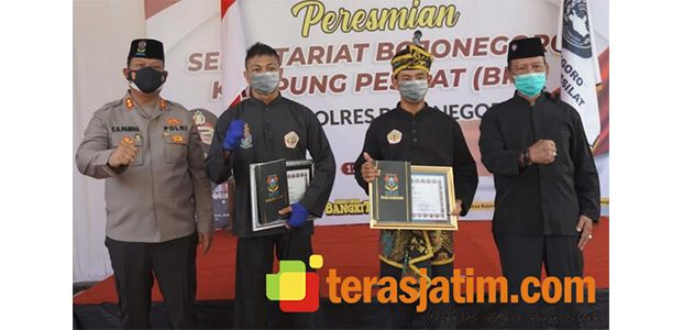 Berprestasi, 2 Pendekar Silat Bojonegoro Terima Penghargaan dari Kapolres