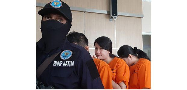 BNNP Jatim Musnahkan 8,1 Kg Sabu Asal Malaysia, 3 Tersangka Ditahan