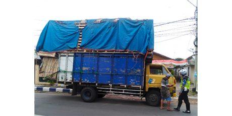 Bahayakan Pengguna Jalan Lainnya, Satlantas Polres Bojonegoro Tindak Sopir Truk