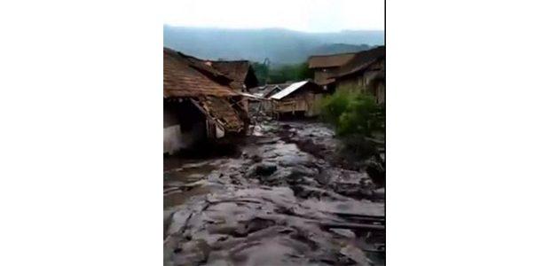 Banjir Bandang di Sempol Bondowoso, Ratusan Rumah Warga Terendam Lumpur