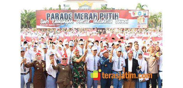 Bentangan Bendera Ratusan Meter, Warnai Parade Merah Putih di Lamongan