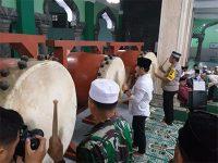 Bersama Bupati, Kapolres Tabuh Bedug Gema Takbir Akbar di Masjid Agung Trenggalek