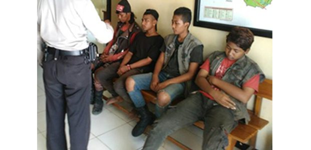 Bikin Resah Pengguna Jalan, 4 Anak Punk di Simpang Empat Bogo Kediri Diamankan Polisi