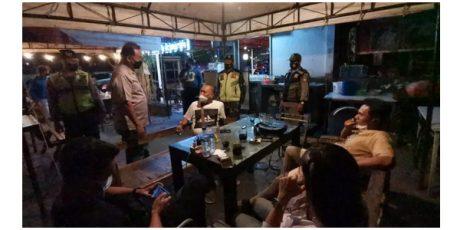 Uji Coba New Normal, Petugas Gabungan di Kota Blitar Gelar Operasi Yustisi Prokes