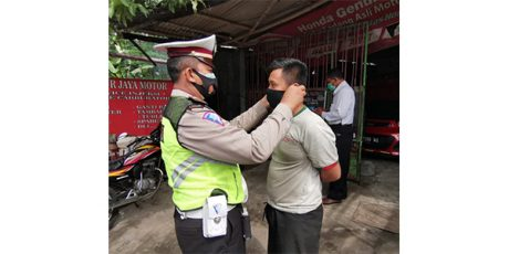 Pastikan Warga Taat Prokes, Tim Gabungan di Kota Blitar Gelar Razia Keliling Kampung