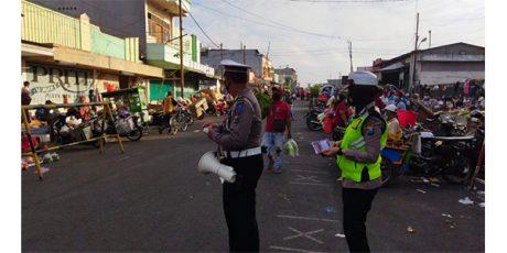 Hari Kedua Operasi Patuh Semeru,  Polres Blitar Kota Beri Imbauan ke Pedagang Pasar Templek
