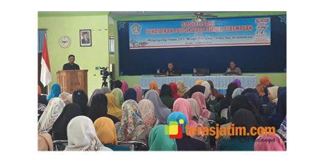 Buka Sosialisasi Pendidikan Bagi Perempuan, Wabup Blitar Harap Jangan Sampai Golput