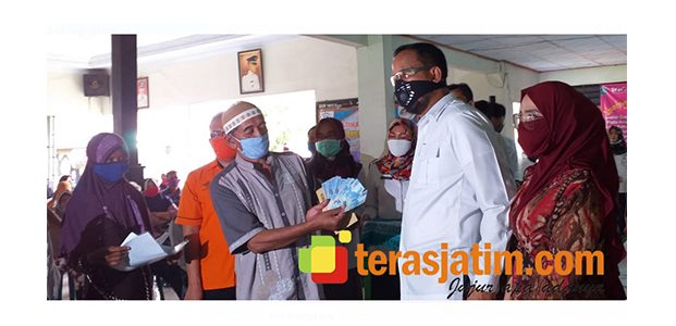 Bupati Ponorogo Serahkan Bantuan Sosial Tunai