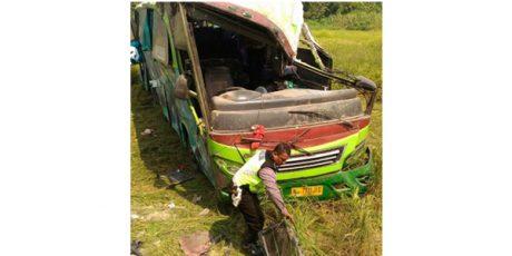 Bus Terguling di Mojoagung Jombang, Seorang Penumpang Tewas dan Puluhan Luka-Luka