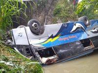 Bus Terjun ke Sungai di Kedunggalar Ngawi, 2 Orang Tewas dan Belasan Orang Terluka