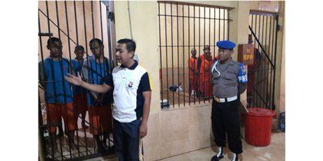 Cegah Tahanan Kabur, Wakapolres Jombang Sidak Ruang Tahanan