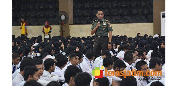 Danrem Baladhika Jaya Bekali Budi Pekerti Bagi Mahasiswa Baru UB Malang