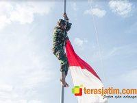 Demi Merah Putih Berkibar, Anggota Koramil Wongsorejo Banyuwangi Panjat Tiang Bendera