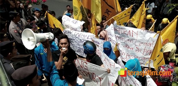 Mahasiswa Tuntut Pemerintah Putus Kontrak Freeport