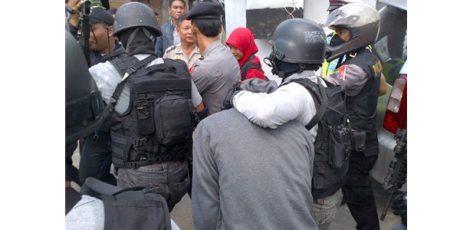 Densus 88 Sisir 3 Lokasi Jejak Teroris di Surabaya