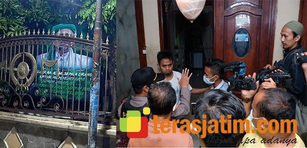Petugas Gabungan Turunkan Atribut FPI di Krian Sidoarjo