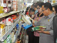 Di Malang, Masih Ada Toko Yang Jual Makanan Kedaluwarsa
