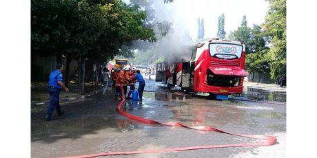 Sebuah Bis Malam Terbakar di Terminal Bojonegoro