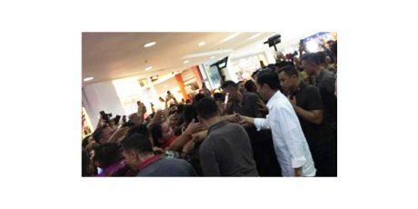 Di Surabaya, Presiden Jokowi Sempatkan Belanja di Tunjungan Plaza