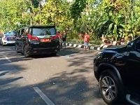 Mobilnya Terobos Jalur Car Free Day, Gubernur Jatim Minta Maaf
