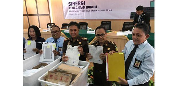 Diduga Gelapkan Pajak Senilai 5,54 Miliar, 2 Bos Perusahaan Diserahkan ke Kejaksaan Kota Surabaya