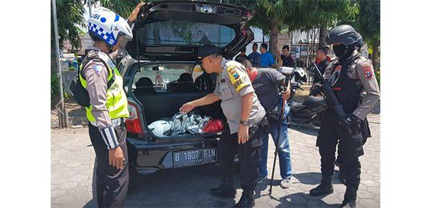 Kabur Saat Ada Razia, Sebuah Mobil Ditemukan di Halaman Hotel di Lumajang