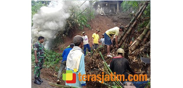 Diguyur Hujan Deras, Akses Jalan Pedesaan di Semen Kediri Longsor