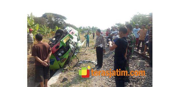 Dihantam KA di Perlintasan Ketawang Bojonegoro, Sebuah MPU Terseret 200 Meter