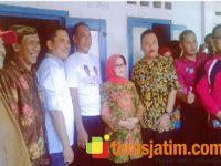 Dinsos Kabupaten Jombang Pasang Stikerisasi Rumah Penerima Bantuan PKH