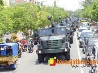 Dipanasi, 18 Unit Meriam Caesar Kelilingi Kota Ngawi