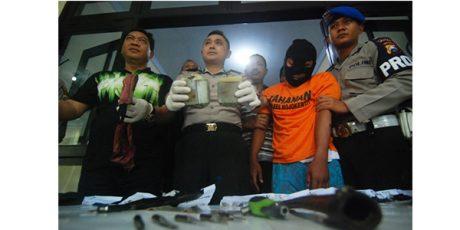 Dua Pelaku Pelempar Bom Bondet yang Lukai Polisi, Terancam Tembak di Tempat