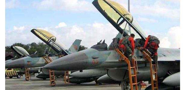 Dua Pesawat Tempur F-16 Hibah dari AS Datang di Lanud Iswahjudi