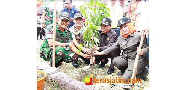 Forkopimda Lamongan Tanam Ribuan Pohon di Karangbinangun