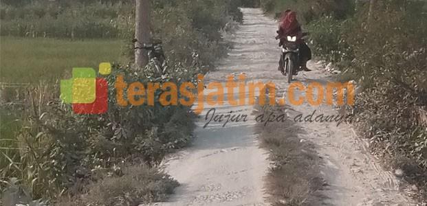 Buntu Komunikasi, Jalan Desa Dibiarkan Rusak