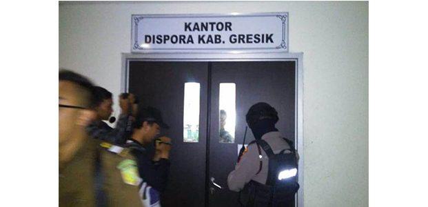 Geledah Kantor Dispora Gresik, Kejaksaan Angkut 2 Pejabat dan Sejumlah Dokumen